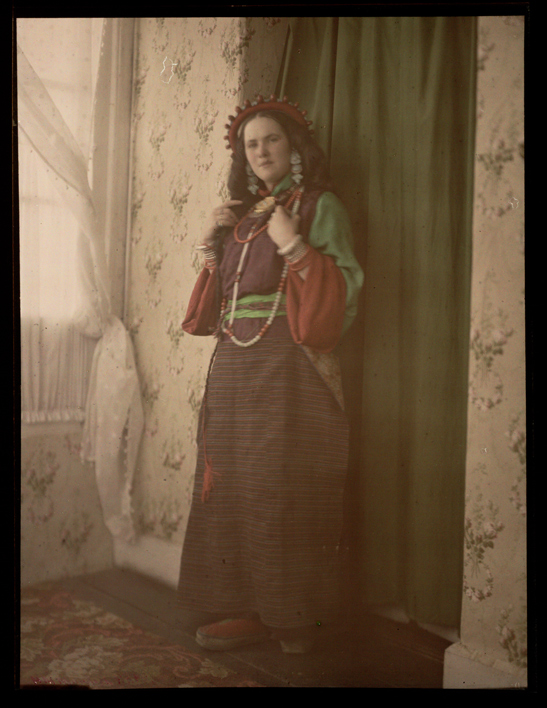 Brides Costume, Darjeeling, c.1914, Helen Messinger Murdoch, The Royal Photographic Society Collection, National Media Museum / SSPL