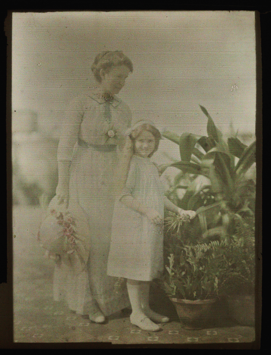 Mrs. Smith and Daughter, Helen Messinger Murdoch, The Royal Photographic Society Collection, National Media Museum / SSPL