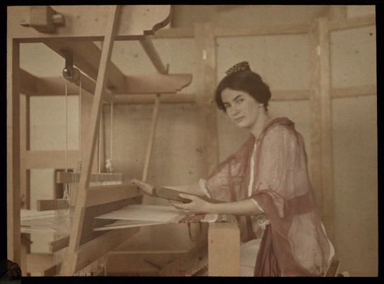Santa Barbara Pupil Weaving Rug c.1915, Helen Messinger Murdoch, The Royal Photographic Society Collection, National Media Museum / SSPL