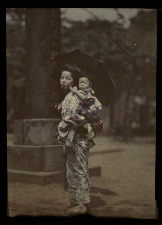 Woman and child, Japan, Helen Messinger Murdoch, The Royal Photographic Society Collection, National Media Museum / SSPL