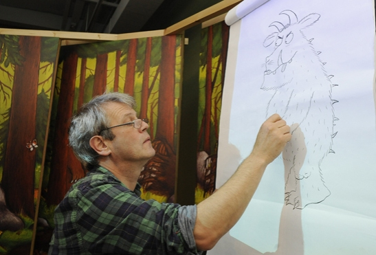 Axel Scheffler drawing the Gruffalo