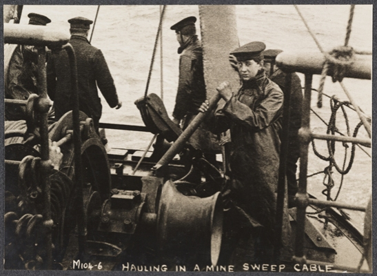 Hauling in a minesweeping cable, c. 1915, unknown photographer © National Media Museum, Bradford / SSPL. Creative Commons BY-NC-SA