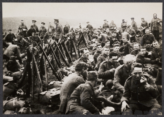 Soldiers eating, c. 1915, unknown photographer © National Media Museum, Bradford / SSPL. Creative Commons BY-NC-SA