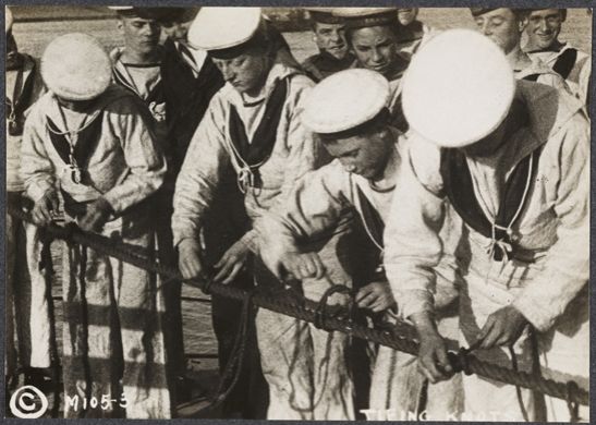 Tying knots, c. 1915, unknown photographer © National Media Museum, Bradford / SSPL. Creative Commons BY-NC-SA