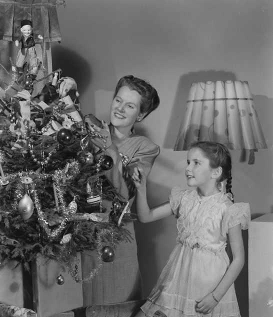 Woman and girl decorating a Christmas tree, c.1950, Photographic Advertising Limited © National Media Museum, Bradford / SSPL. Creative Commons BY-NC-SA