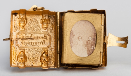 Portrait of Tom Thumb and Lavinia Warren from a gilt locket containing 12 albumen prints, c. 1864, The Royal Photographic Society Collection © National Media Museum, Bradford / SSPL. Creative Commons BY-NC-SA