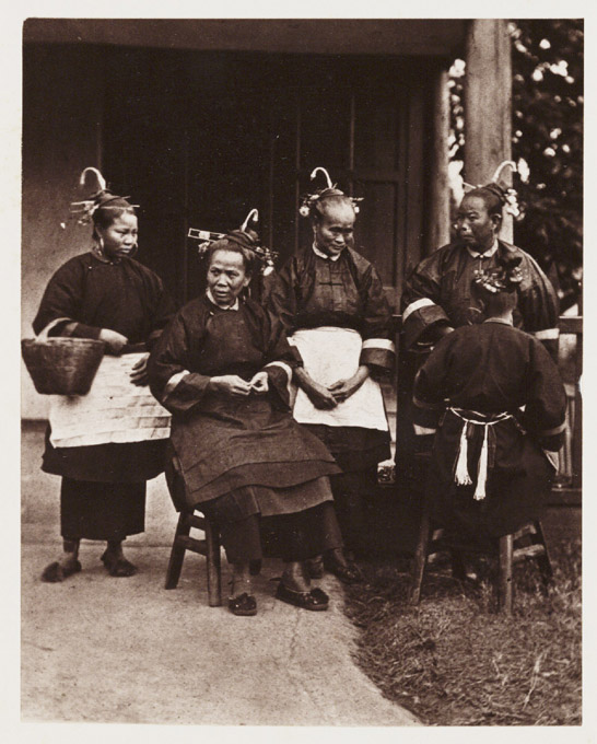 Field Women, c. 1871, John Thomson © National Media Museum, Bradford / SSPL. Creative Commons BY-NC-SA